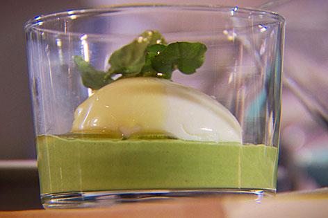 Weiche Eier mit Joghurt-Kresse-Sauce