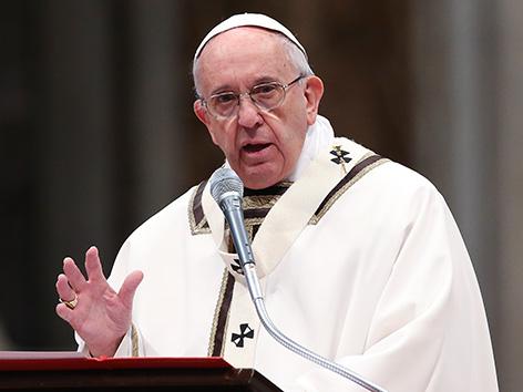 Papst Franziskus predigt bei der Chrisammesse im Petersdom