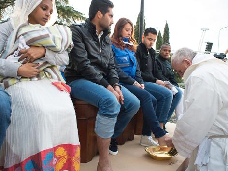 Papst Fußwaschung Frauen