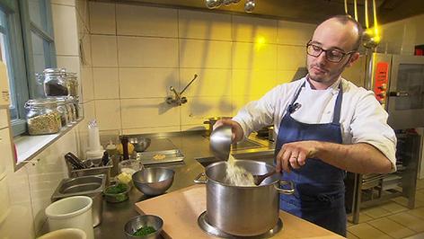 Philipp Kroboth  in der Küche