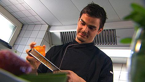 Koch Wolfgang Felder in der Küche