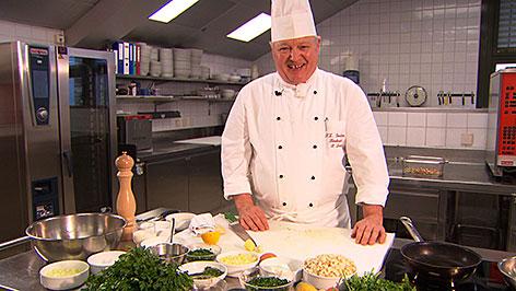Peter Leitner in der Küche des Rehazentrums Großgmain