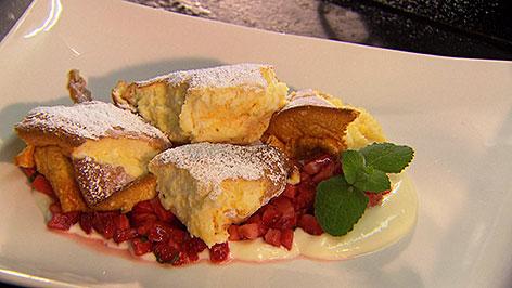 Karamellisierter Sauerrahmschmarrn mit Erdbeeren