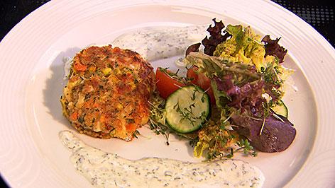 Gemüse-Käselaibchen mit Kräuterdip