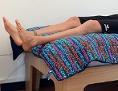 Der Beach-Volleyballer liegt bei den Olympischen Spielen in London 2012  in einem zu kurzen Bett