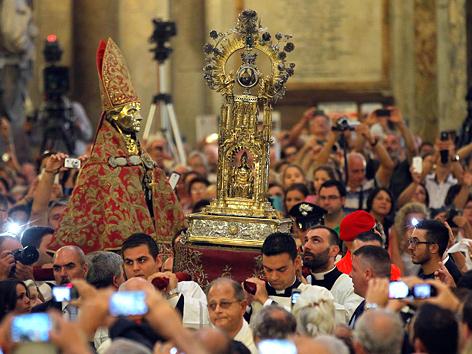 Die Reliquie des heiligen San Gennaro in der Kathedrale von Neapel, Italien