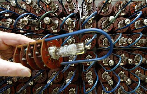Teil der Röhren eines von Konrad Zuse entwickelten Z22 Röhrenrechners