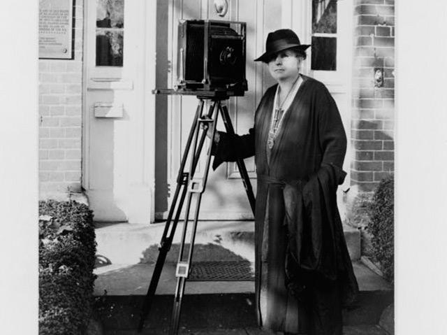 Frances Benjamin Johnston: mit ihrer Stativ-Kamera