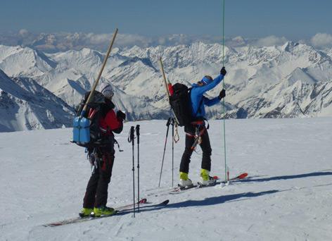 Schneehöhensondierung am Mullwitzkees in Osttirol