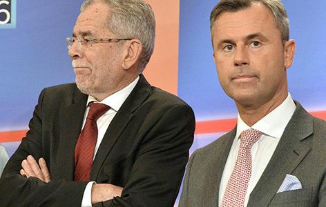 Alexander Van der Bellen und Norbert Hofer bei einem TV-Einstieg in der Hofburg im Rahmen der Bundespräsidentenwahl am Sonntag, 24. April 2016