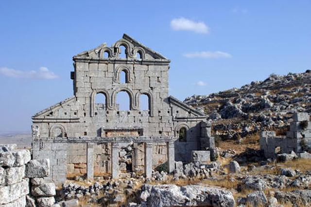"""Die Überreste der Kirche von Barqiha, einer der """"Toten"""" oder """"Vergessenen Städte""""."""