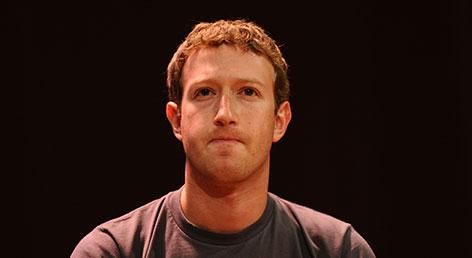 Mark Zuckerberg mit verkniffenem Mund