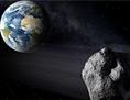 Asteroid im All - im Hintergrund: Planet Erde