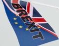 """Zwei britische Flaggen mit dem Aufdruck """"Brexit"""""""