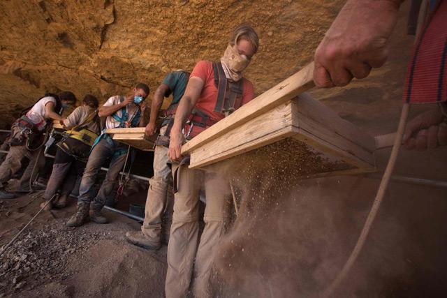 Freiwillige archäologische Helfer am Toten Meer