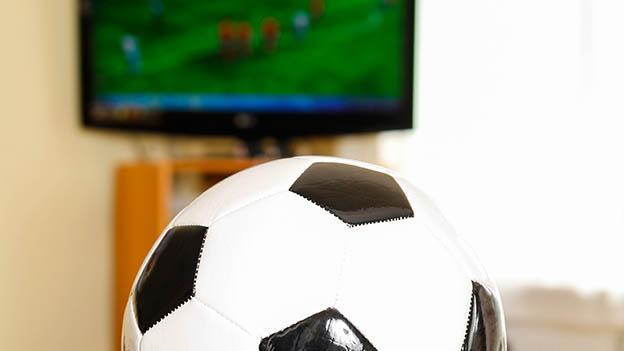 Fußballspiel im Fernsehen