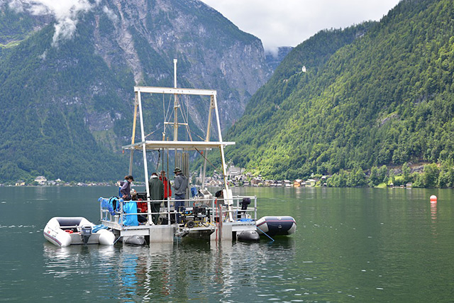 Bohrplattform auf dem hallstätter See