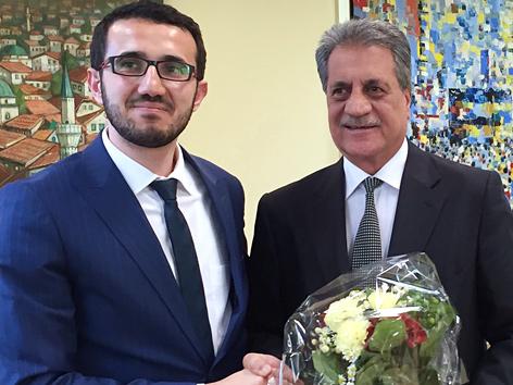 Der neue Präsident der Islamischen Glaubensgemeinschaft in Österreich (IGGiÖ), Ibrahim Olgun (l.), und  sein Amtsvorgänger Fuat Sanac