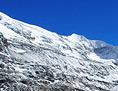 Ein Gletscher vor azurblauem Himmel