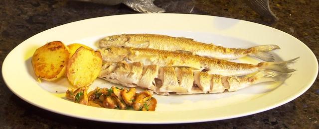 Gebratene Riedlinge, ein Traunseefisch aus Gmunden