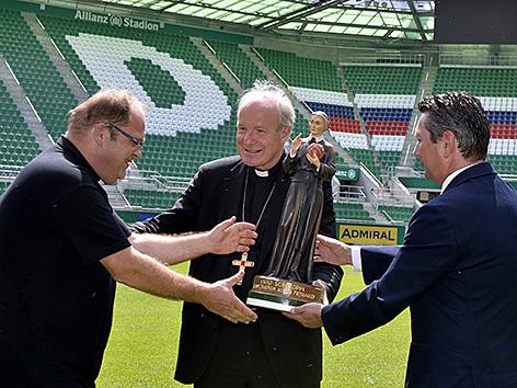 Kardinal Christoph Schönborn im Allianz-Stadion