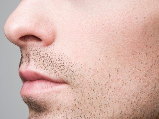 Nase: Profil eines jungen Mannes