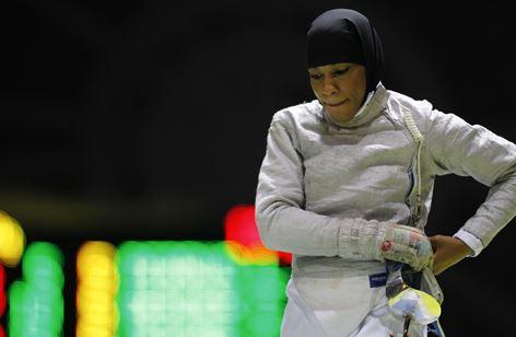 Olympia Athletin mit Kopftuch