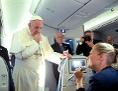 Papst Franziskus auf dem Heimflug von Polen nach Rom mit Journalisten