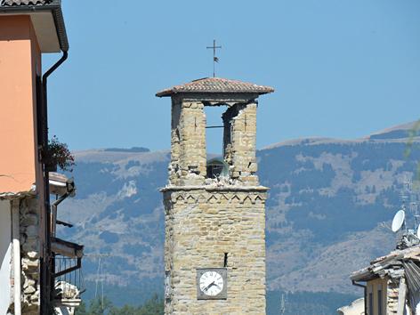 Der beschädigte Glockenturm in Amatrice