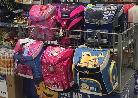 Schultaschen im Geschäft