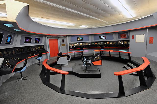 Die Brücke der Enterprise, nachgebaut auf einer Fanconvention