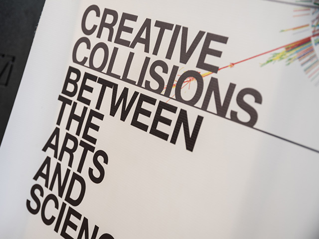 "Plakat auf dem ""Creative Collisions between the arts and science"" steht"