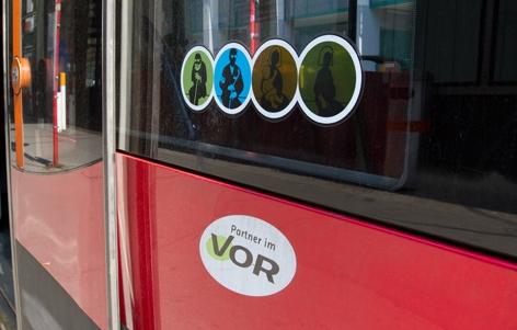 Autobus VOR mit Sticker für Alte, Schwangere und Kinder