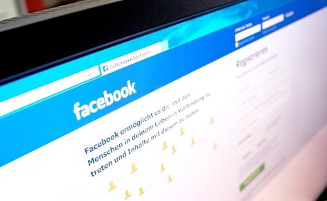 PC Bildschirm Facebook