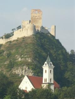 Pfarrkirche St. Martin am Fuße des Staatzer Felsen