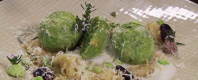 Schafkäseknödel mit Sauerkraut und Bohnen