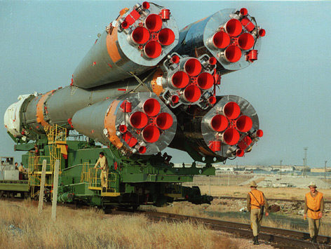 Transport der Sojus TM13-Rakete zur Startrampe in Baikonur am 30. September 1991