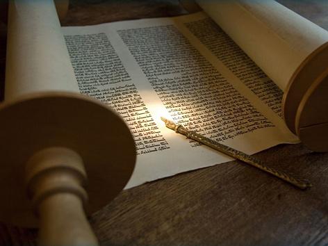 Biblische Schriftrolle, hebräische Schrift
