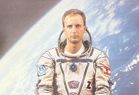 Clemens Lothaller in Astronauten-Montur