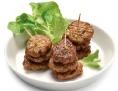 Vegetarische Fleischlaibchen auf einem Teller