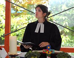 Pfarrerin Helene Lechner bei der Predigt