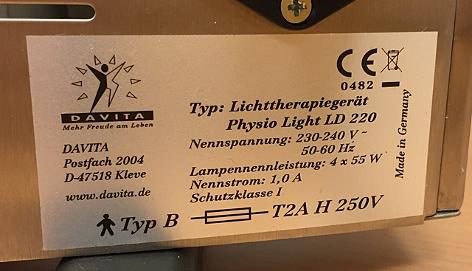 Etikett auf der Rückseite eines Lichttherapiegeräts