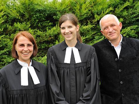 Pfarrerinnen Gabriele Lang-Czedik, Helene Lechner (Mi.) und Kurator Christian Kikuta