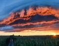 Gewitterwolken im Sonnenuntergang, Unwetter