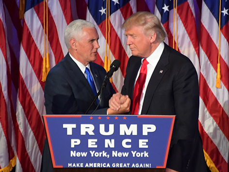 Mike Pence (li.) mit Donald Trump