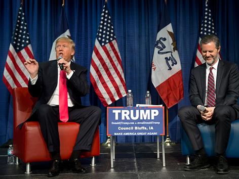 Donald Trump im Wahlkampf bei Präsidenten der evangelikalen Liberty Universität, Jerry Falwell Jr.