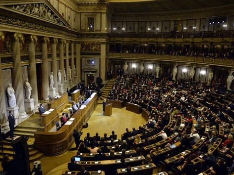 Kardinal Christoph Schönborn beim Gedenken an die Missbrauchsopfer im Parlament