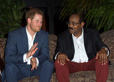 Prinz Harry während eines Empfangs, der vom Premierminister von Antigua und Barbuda Gaston Browne am Barnacle Point veranstaltet wurde.
