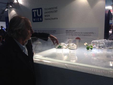 Fritz Eder, Mitarbeiter am Projekt Heliofloat der TU Wien bei der Klimakonferenz in Marrakesch
