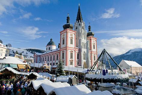 Riesiger Adventkranz in Mariazell